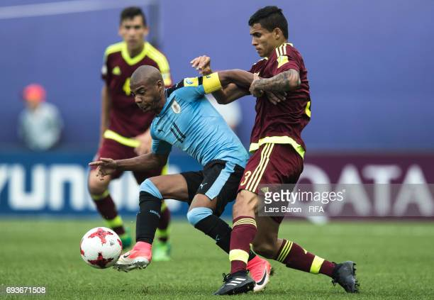 Nicolas de la Cruz of Uruguay is challenged by Eduin Quero of Venezuela during the FIFA U20 World Cup Korea Republic 2017 Semi Final match between...