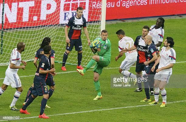 Nicolas Douchez of Paris SaintGermain catch the ball during the French Finale League Cup between Paris SaintGermain FC and Olympique Lyonnais FC at...