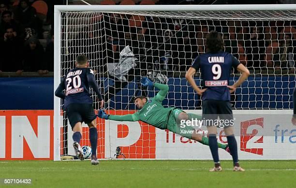 Nicolas Douchez of Paris SaintGermain stop a penalty shot during the French League Cup semifinal between Paris SaintGermain and Toulouse FC at Parc...
