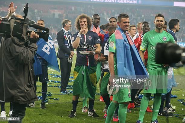 Nicolas Douchez Salvatore Sirigu and David Luiz of Paris SaintGermain react and celebrates winning the championship after the French Ligue 1 game...