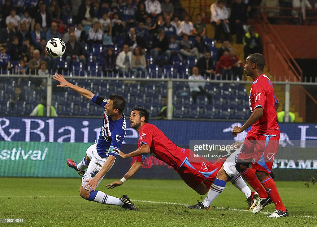 Nicolas Federico Spolli (C) of Calcio Catania cscores the goal during the Serie A match between UC Sampdoria and Calcio Catania at Stadio Luigi Ferraris on May 8, 2013 in Genoa, Italy.