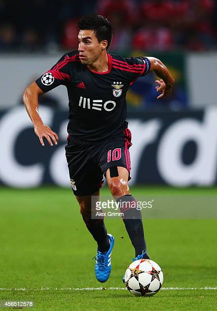 Nicolas Gaitan of Benfica controles the ball during the UEFA Champions League Group C match between Bayer 04 Leverkusen and SL Benfica at BayArena on...