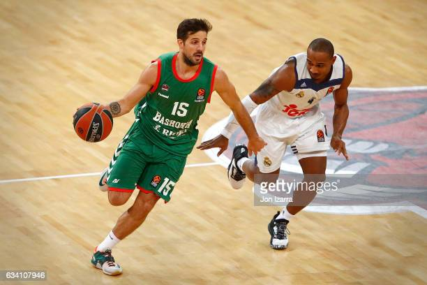 Nicolas Laprovittola #15 of Baskonia Vitoria Gasteiz in action during the 2016/2017 Turkish Airlines EuroLeague Regular Season Round 21 game between...