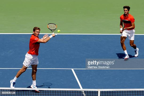 Nicolas Mahut and PierreHughes Herbert of France play Jamie Murray of Great Britain and Bruno Soares of Brazil in the men's double final during day 9...