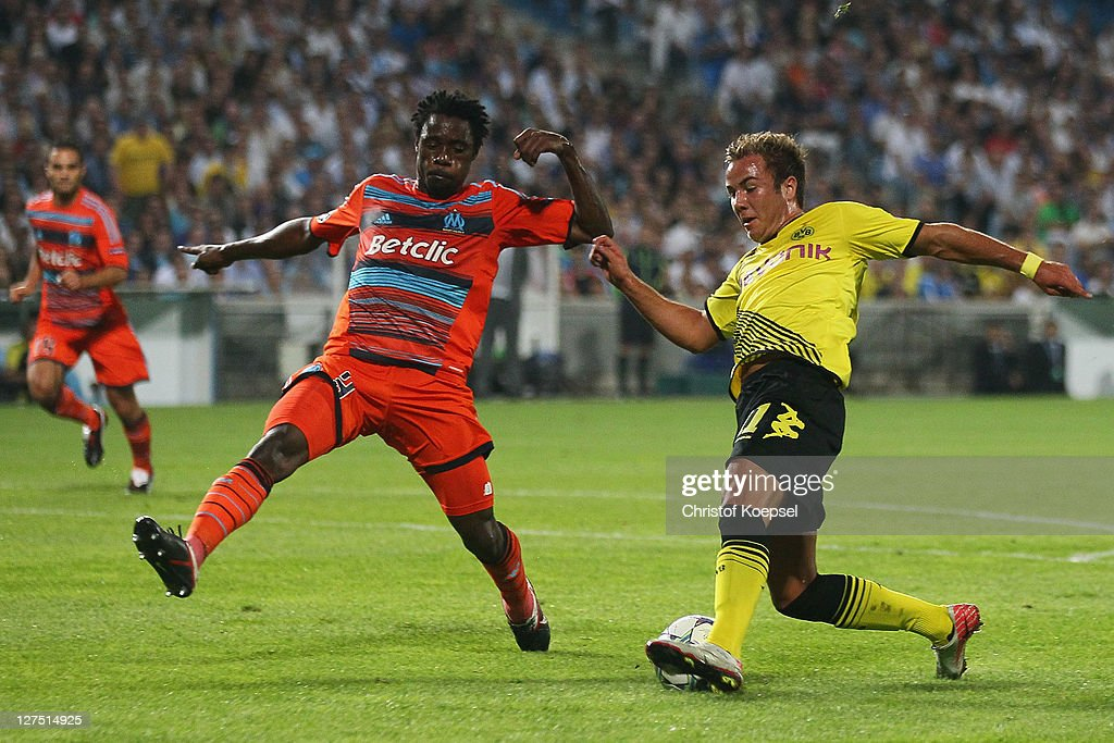 <a gi-track='captionPersonalityLinkClicked' href=/galleries/search?phrase=Nicolas+Nkoulou&family=editorial&specificpeople=5398235 ng-click='$event.stopPropagation()'>Nicolas Nkoulou</a> of Olympique Marseille challenges <a gi-track='captionPersonalityLinkClicked' href=/galleries/search?phrase=Mario+Goetze&family=editorial&specificpeople=4251202 ng-click='$event.stopPropagation()'>Mario Goetze</a> of Dortmund during the UEFA Champions League group F match between Olympique Marseille and Borussia Dortmund at Velodrome stadium on September 28, 2011 in Marseille, France.