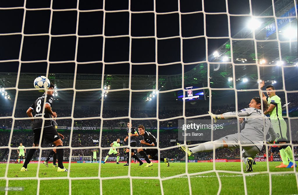 Nicolas Otamendi of Manchester City scores the first goal past Yann Sommer of Borussia Monchengladbach during the UEFA Champions League Group D match between VfL Borussia Monchengladbach and Manchester City at the Borussia Park Stadium on September 30, 2015 in Moenchengladbach, Germany.