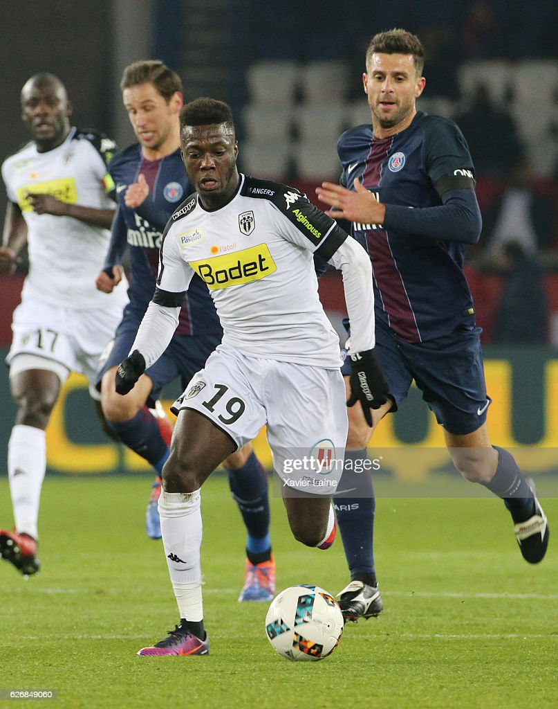 Nicolas Pepe of Angers SCO in action during the French Ligue 1 match between Paris Saint-Germain and Angers SCO at Parc des Princes on november 30, 2016 in Paris, France.