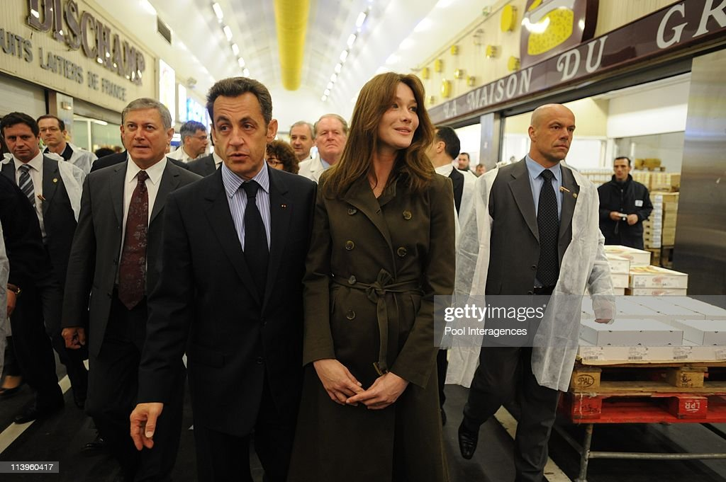 <a gi-track='captionPersonalityLinkClicked' href=/galleries/search?phrase=Nicolas+Sarkozy&family=editorial&specificpeople=211375 ng-click='$event.stopPropagation()'>Nicolas Sarkozy</a> and wife Carla visit Rungis, France on May 27, 2008-Nicolas and Carla Sarkozy, <a gi-track='captionPersonalityLinkClicked' href=/galleries/search?phrase=Herve+Novelli&family=editorial&specificpeople=4345468 ng-click='$event.stopPropagation()'>Herve Novelli</a>. France ' s President <a gi-track='captionPersonalityLinkClicked' href=/galleries/search?phrase=Nicolas+Sarkozy&family=editorial&specificpeople=211375 ng-click='$event.stopPropagation()'>Nicolas Sarkozy</a> and his wife Carla visit Rungis market.