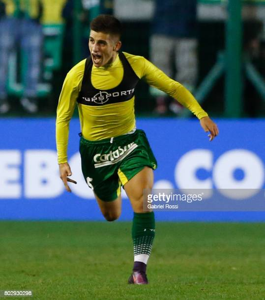 Nicolas Stefanelli of Defensa y Justicia celebrates after scoring the first goal of his team during a first leg match between Defensa y Justicia and...