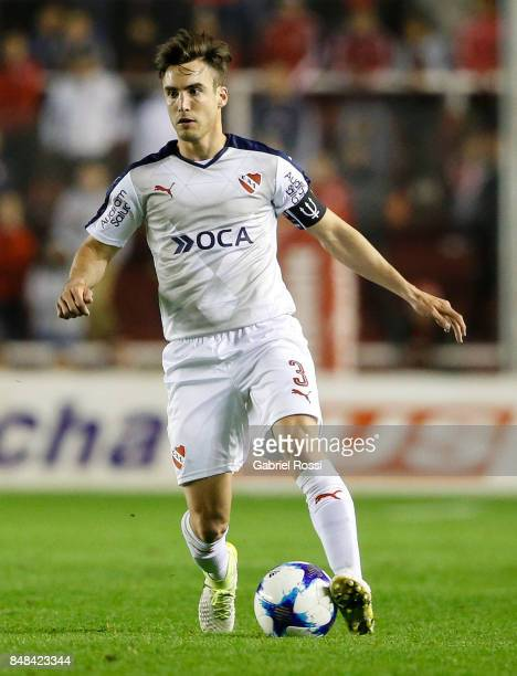 Nicolas Tagliafico of Independiente drives the ball during a match between Independiente and Lanus as part of the Superliga 2017/18 at Libertadores...