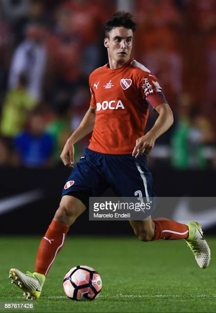 Nicolas Tagliafico of Independiente drives the ball during the first leg of the Copa Sudamericana 2017 final between Independiente and Flamengo at...