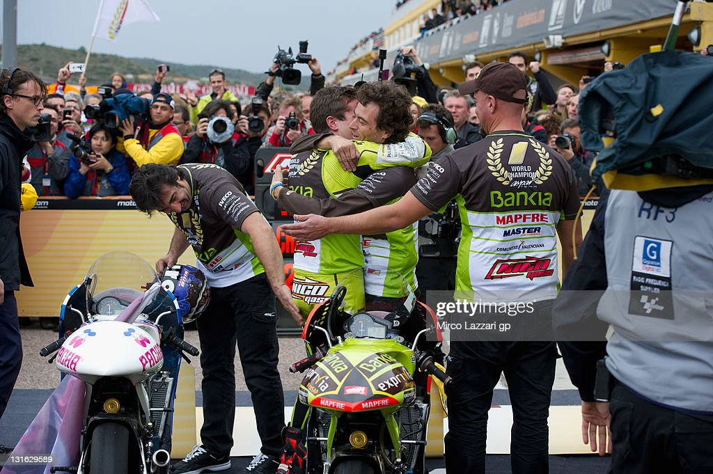 <a gi-track='captionPersonalityLinkClicked' href=/galleries/search?phrase=Nicolas+Terol&family=editorial&specificpeople=2298412 ng-click='$event.stopPropagation()'>Nicolas Terol</a> of Spain and Aspar Team celebrates with team the victory in 2011 World Championship 125 cc class at the end of the 125 cc race during the MotoGP of Valencia at Ricardo Tormo Circuit on November 6, 2011 in Valencia, Spain.