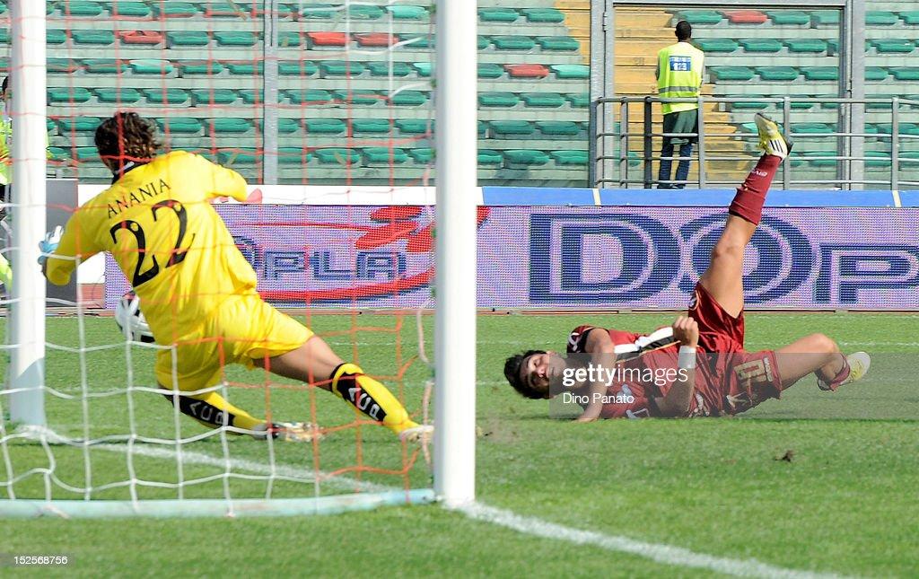 Nicolas Viola (R) of Reggina scores his first goal during the Serie B match between Calcio Padova and Reggina Calcio at Stadio Euganeo on September 22, 2012 in Padova, Italy.