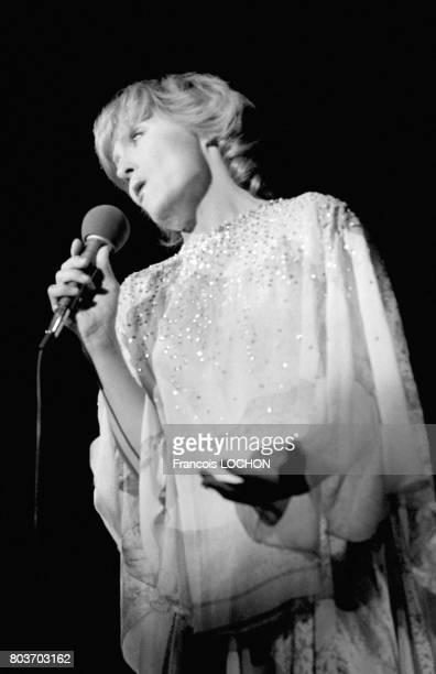 Nicole Croisille sur la scène de l'Olympia le 7 septembre 1976 à Paris France