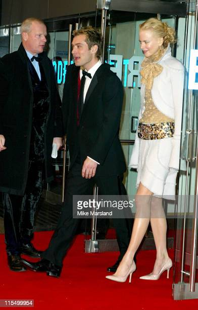 Nicole Kidman and Jude Law during 'Cold Mountain' UK Royal Charity Premiere Outside Arrivals at Odeon Leicester Square in London Great Britain