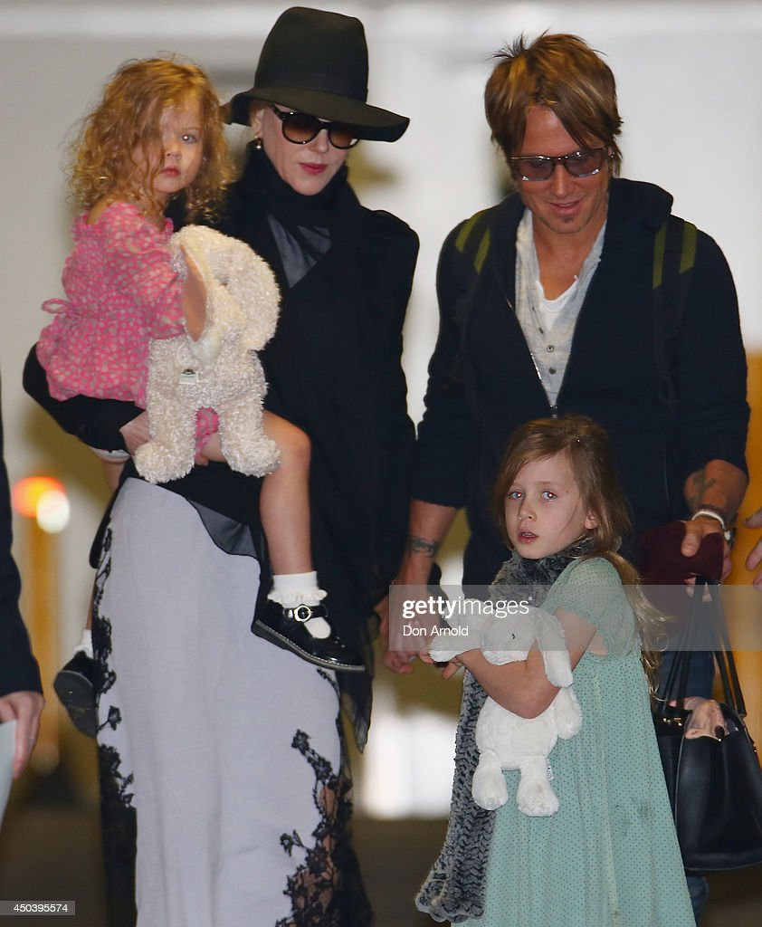 <a gi-track='captionPersonalityLinkClicked' href=/galleries/search?phrase=Nicole+Kidman&family=editorial&specificpeople=156404 ng-click='$event.stopPropagation()'>Nicole Kidman</a> and <a gi-track='captionPersonalityLinkClicked' href=/galleries/search?phrase=Keith+Urban&family=editorial&specificpeople=202997 ng-click='$event.stopPropagation()'>Keith Urban</a> arrive with daughters <a gi-track='captionPersonalityLinkClicked' href=/galleries/search?phrase=Faith+Urban&family=editorial&specificpeople=12887042 ng-click='$event.stopPropagation()'>Faith Urban</a> and <a gi-track='captionPersonalityLinkClicked' href=/galleries/search?phrase=Sunday+Rose+Urban&family=editorial&specificpeople=6527478 ng-click='$event.stopPropagation()'>Sunday Rose Urban</a> at Sydney International Airport on June 11, 2014 in Sydney, Australia.