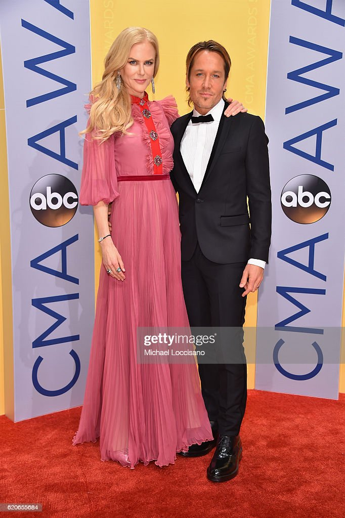 nicole-kidman-and-keith-urban-attend-the-50th-annual-cma-awards-at-picture-id620655684