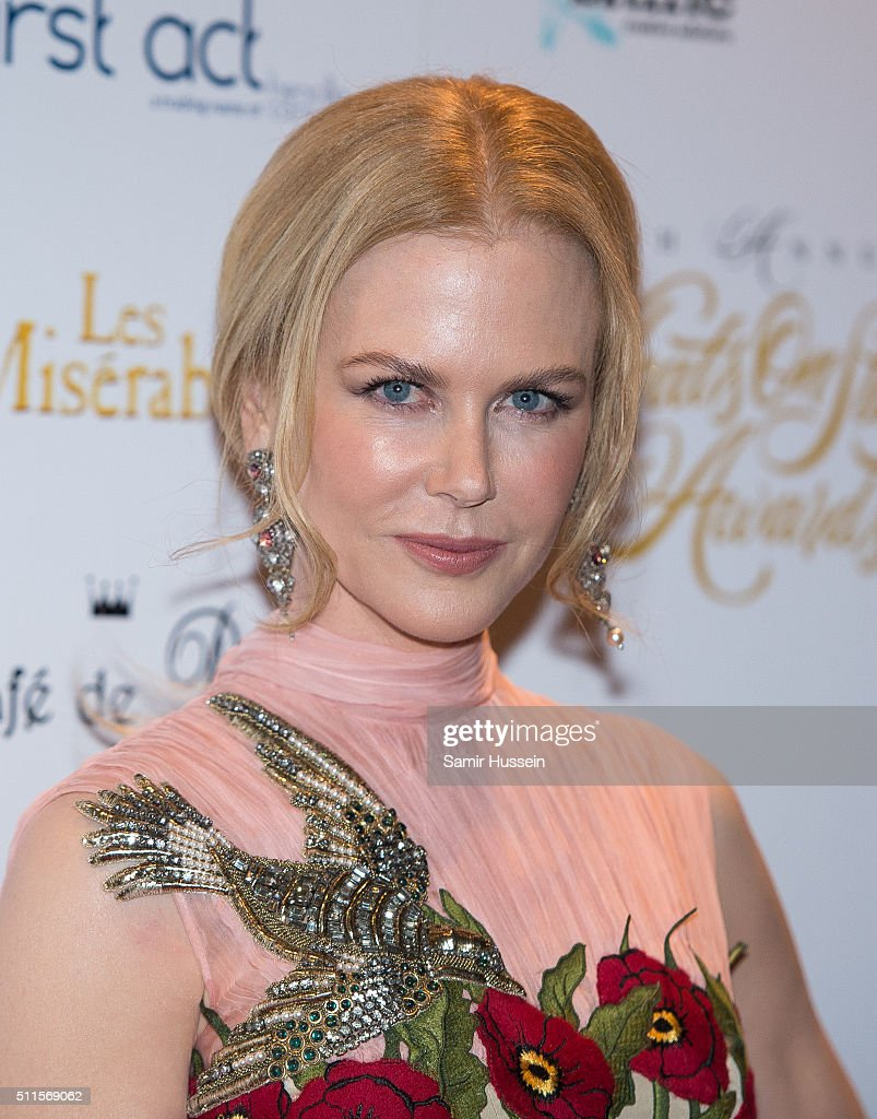 <a gi-track='captionPersonalityLinkClicked' href=/galleries/search?phrase=Nicole+Kidman&family=editorial&specificpeople=156404 ng-click='$event.stopPropagation()'>Nicole Kidman</a> arrives for the WhatsOnStage Awards at Prince Of Wales Theatre on February 21, 2016 in London, England.