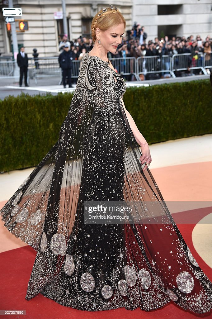 Nicole Kidman attends the 'Manus x Machina: Fashion In An Age Of Technology' Costume Institute Gala at Metropolitan Museum of Art on May 2, 2016 in New York City.