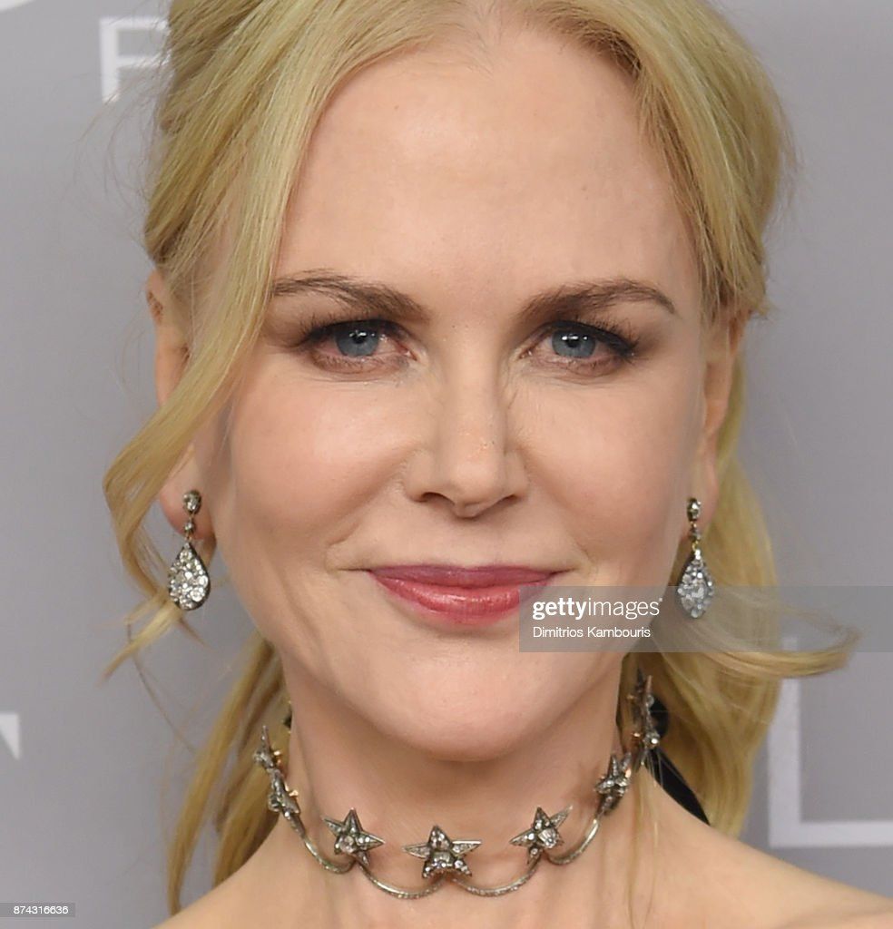 Nicole Kidman poses backstage at Glamour's 2017 Women of The Year Awards at Kings Theatre on November 13, 2017 in Brooklyn, New York.