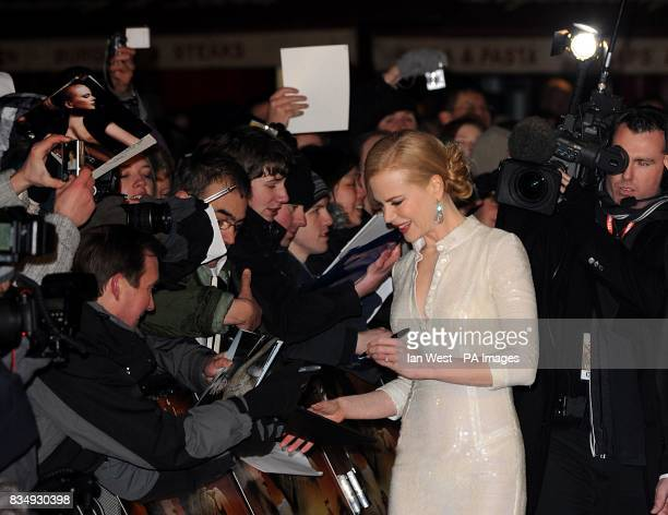 Nicole Kidman signs autographs as she arrives for the UK premiere of 'Australia' at the Odeon Leicester Square WC2