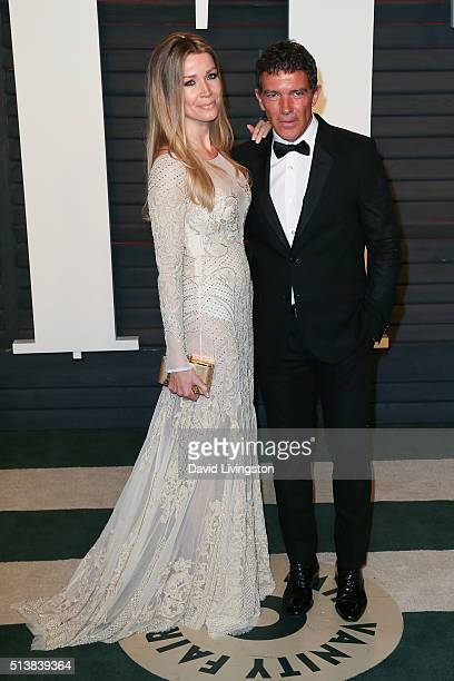 Nicole Kimpel and actor Antonio Banderas arrive at the 2016 Vanity Fair Oscar Party Hosted by Graydon Carter at the Wallis Annenberg Center for the...
