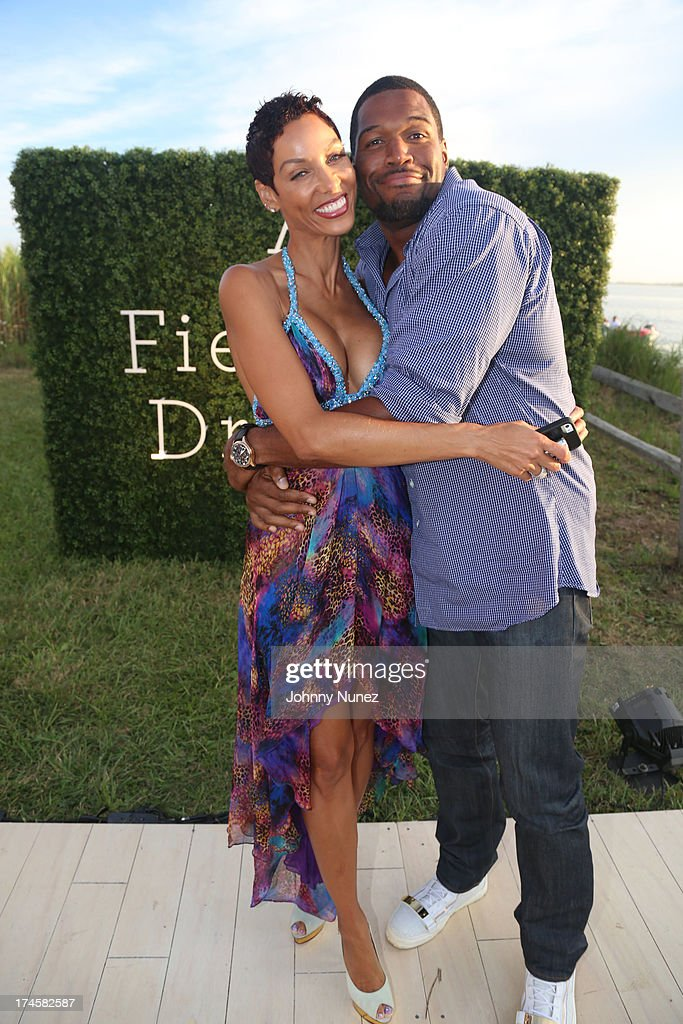 Nicole Murphy and <a gi-track='captionPersonalityLinkClicked' href=/galleries/search?phrase=Michael+Strahan&family=editorial&specificpeople=210563 ng-click='$event.stopPropagation()'>Michael Strahan</a> attend the 14th Annual Art For Life Gala: A Field Of Dreams at Fairview Farms on July 27, 2013 in Bridgehampton, New York.