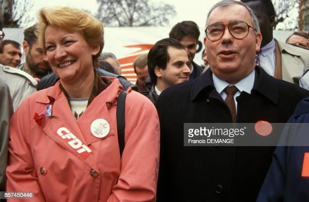 Nicole Notat de la CFDT et Marc Blondel de FO a la manifestation pour l'emploi le 2 avril 1993 a Strasbourg France