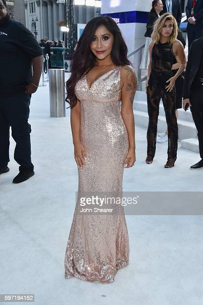 nicole-polizzi-attends-the-2016-mtv-video-music-awards-on-august-28-picture-id597194152