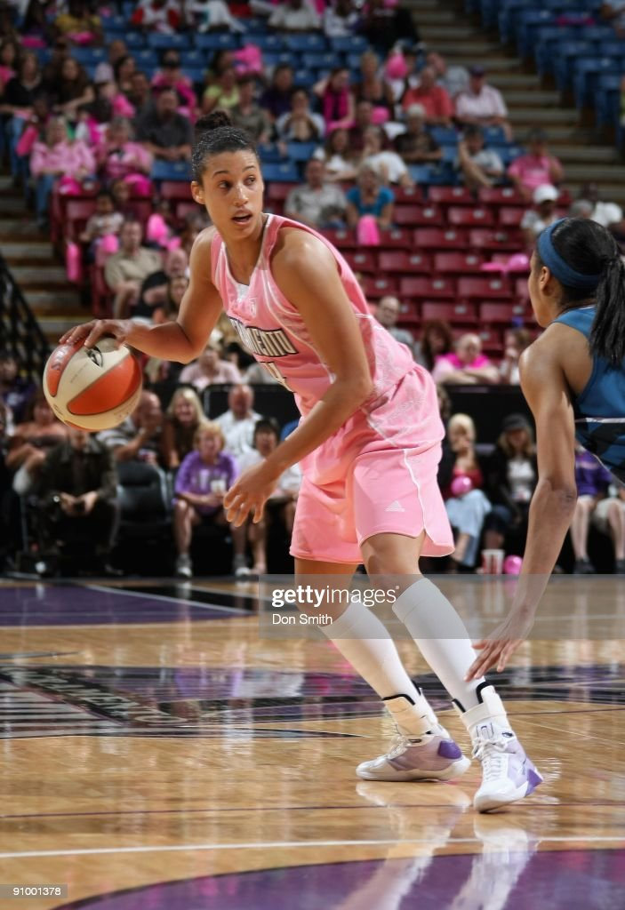 Nicole Powell #14 of the Sacramento Monarchs surveys the court against the Washington Mystics during the WNBA game on August 22, 2009 at ARCO Arena in Sacramento, California. The Monarchs won 82-60.