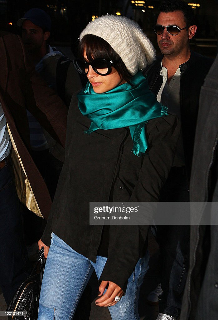 Nicole Richie arrives at Sydney International Airport on June 16, 2010 in Sydney, Australia.