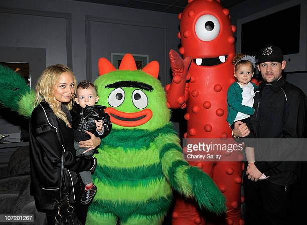 Nicole Richie son Sparrow Madden daughter Harlow Madden and husband musician Joel Madden pose with YO GABBA GABBA characters backstage at YO GABBA...