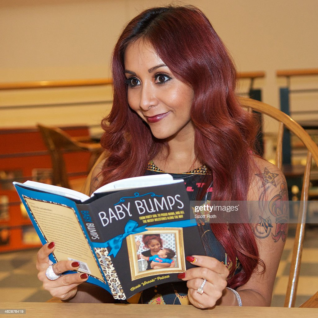 Nicole 'Snooki' Polizzi attends a book signing for her new book 'Baby Bumps' at Book Revue on January 15, 2014 in Huntington City.