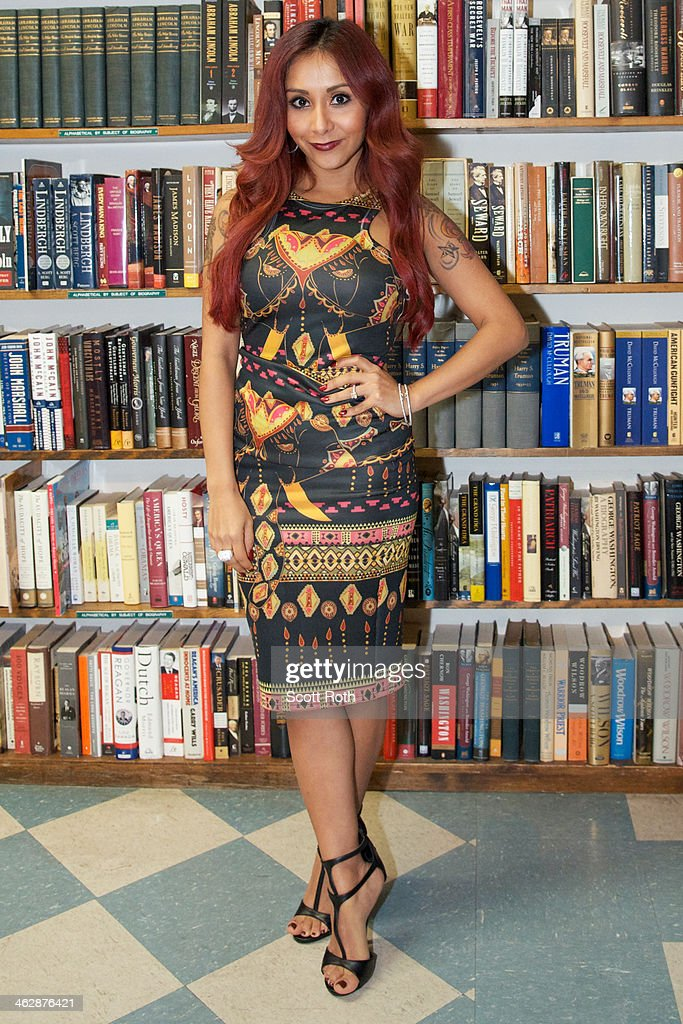 Nicole 'Snooki' Polizzi attends a book signing for her new book 'Baby Bumps' at Book Revue on January 15 2014 in Huntington City