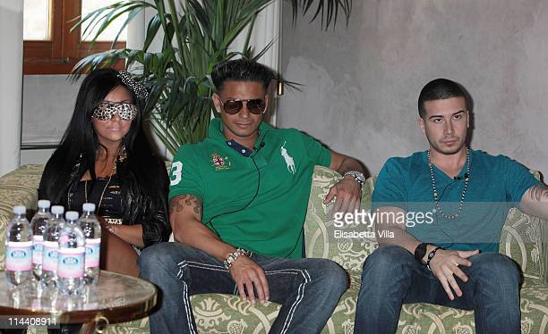 Nicole 'Snooki' Polizzi Paul 'Pauly D' DelVecchio and Vinny Guadagnino attend 'Jersey Shore' press conference at Hotel Brunelleschi on May 19 2011 in...
