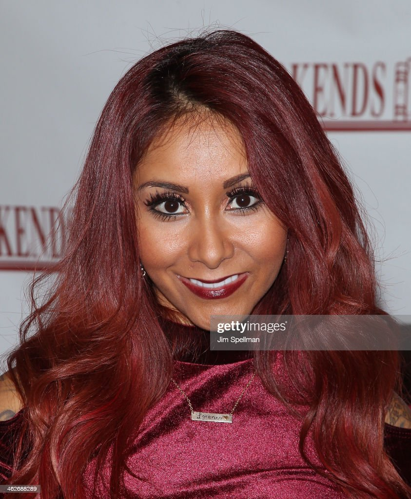Nicole 'Snooki' Polizzi visits at Bookends Bookstore on January 14, 2014 in Ridgewood, New Jersey.