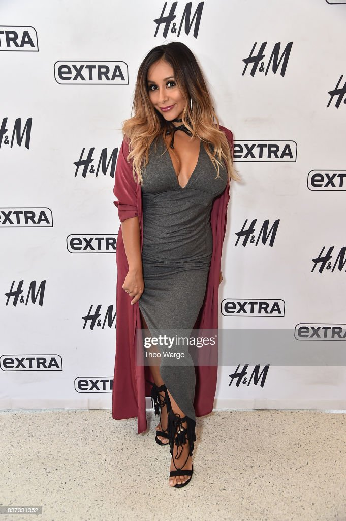 Nicole 'Snooki' Polizzi Visits 'Extra' at H&M Times Square on August 22, 2017 in New York City.