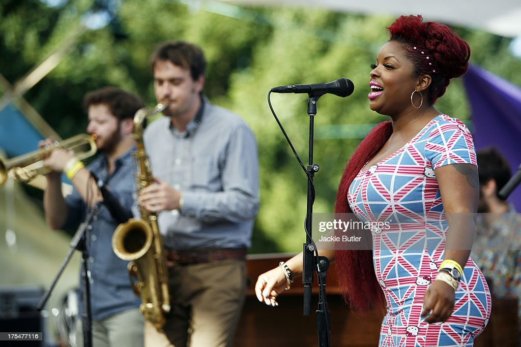 <a gi-track='captionPersonalityLinkClicked' href=/galleries/search?phrase=Nicole+Wray&family=editorial&specificpeople=234388 ng-click='$event.stopPropagation()'>Nicole Wray</a> performs with her group Lady at Pickathon Music Festival on August 3, 2013 in Portland, Oregon.