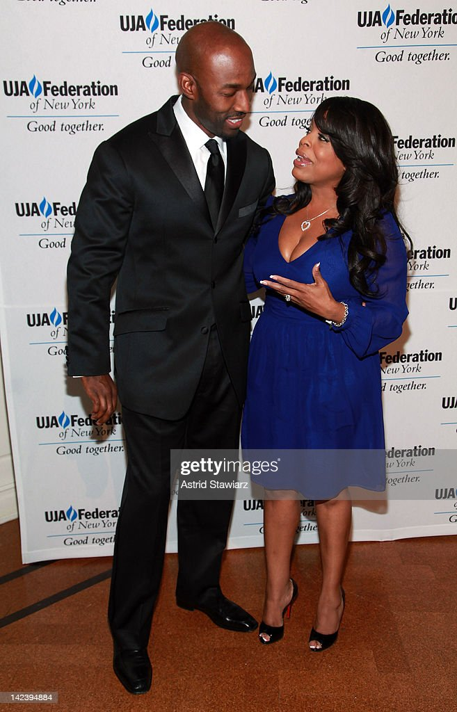 <a gi-track='captionPersonalityLinkClicked' href=/galleries/search?phrase=Niecy+Nash&family=editorial&specificpeople=228464 ng-click='$event.stopPropagation()'>Niecy Nash</a> and Jay Tucker attend the 2012 UJA-Federation Of New York's Leadership Awards Dinner at 583 Park Avenue on April 3, 2012 in New York City.