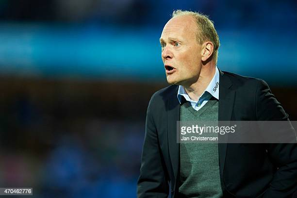 Niels Frederiksen head coach of Esbjerg FB gives instructions during the Danish Alka Superliga match between Esbjerg FB and Randers FC at Blue Water...