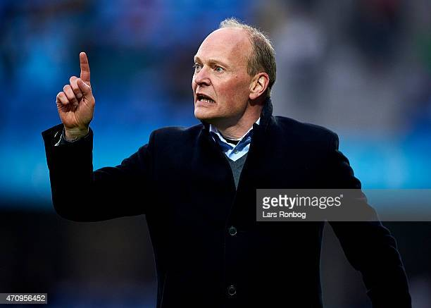Niels Frederiksen head coach of Esbjerg FB gives instructions during the Danish Alka Superliga match between Esbjerg fB and OB Odense at Blue Water...