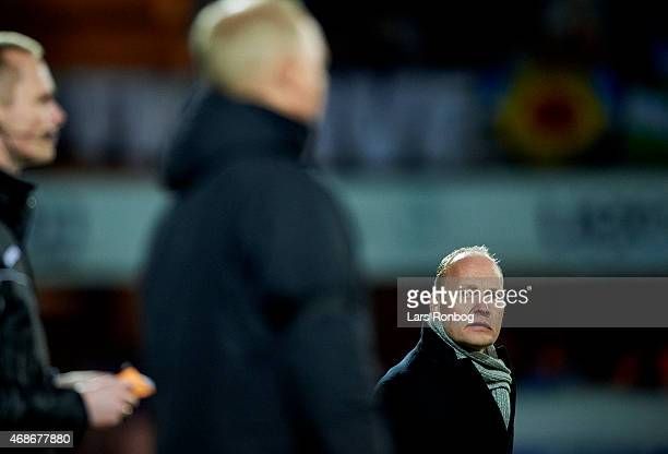 Niels Frederiksen head coach of Esbjerg FB looks on during the Danish Alka Superliga match between Esbejrg fb and FC Midtjylland at Blue Water Arena...