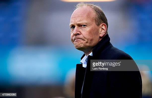 Niels Frederiksen head coach of Esbjerg FB looks on during the Danish Alka Superliga match between Esbjerg fB and OB Odense at Blue Water Arena on...