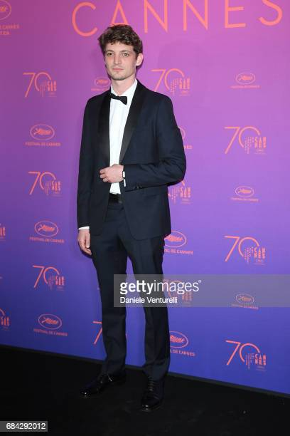Niels Schneider attends the Opening Gala dinner during the 70th annual Cannes Film Festival at Palais des Festivals on May 17 2017 in Cannes France