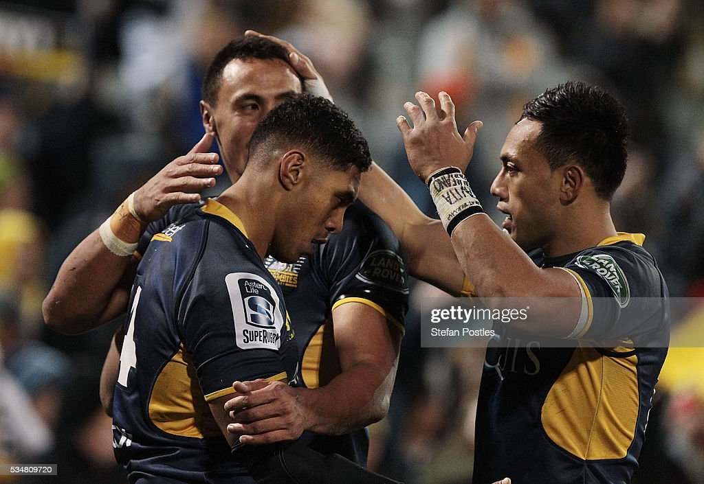 Nigel Ah Wong of the Brumbies is congratulated by team mates after scoring a try during the round 14 Super Rugby match between the Brumbies and the Sunwolves at GIO Stadium on May 28, 2016 in Canberra, Australia.
