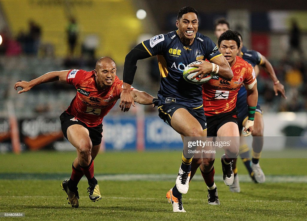Nigel Ah Wong of the Brumbies runs away to score a try during the round 14 Super Rugby match between the Brumbies and the Sunwolves at GIO Stadium on May 28, 2016 in Canberra, Australia.