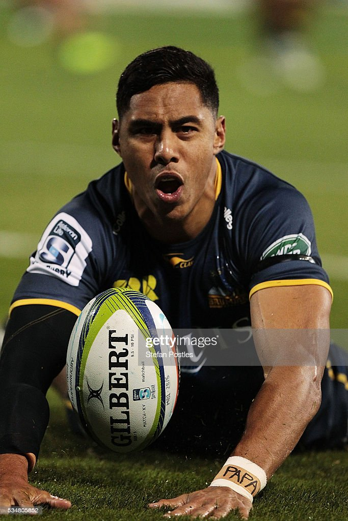 Nigel Ah Wong of the Brumbies scores a try during the round 14 Super Rugby match between the Brumbies and the Sunwolves at GIO Stadium on May 28, 2016 in Canberra, Australia.