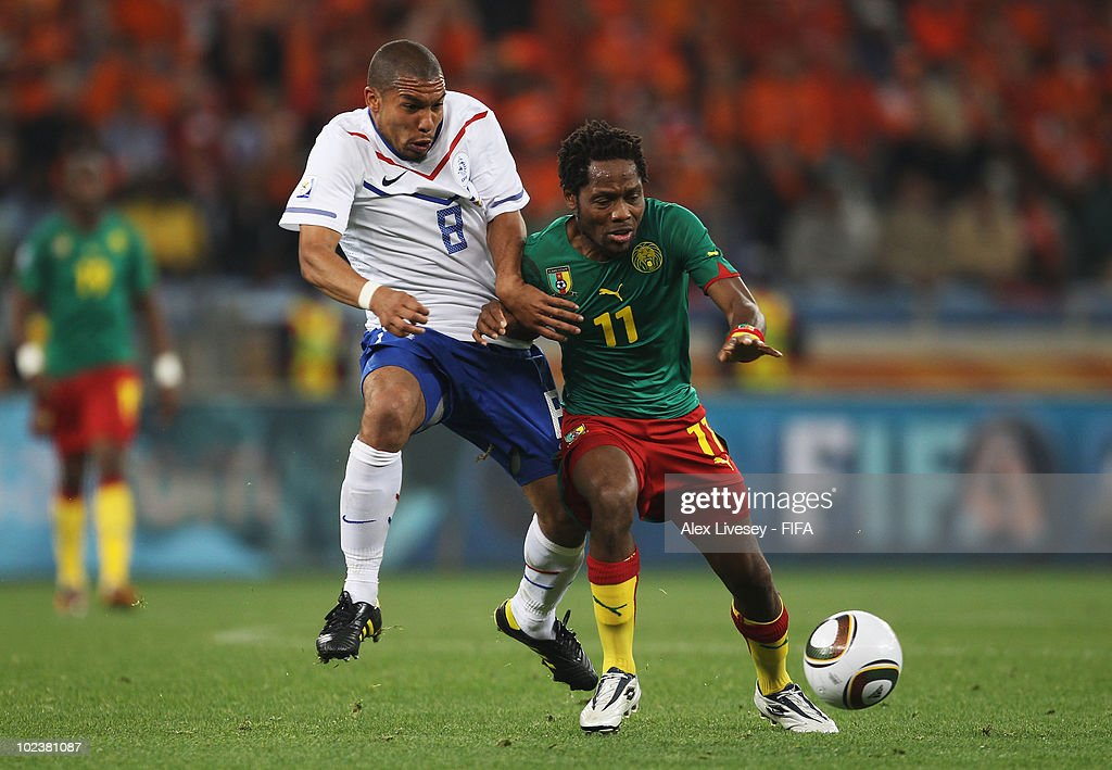 <a gi-track='captionPersonalityLinkClicked' href=/galleries/search?phrase=Nigel+De+Jong&family=editorial&specificpeople=579818 ng-click='$event.stopPropagation()'>Nigel De Jong</a> of the Netherlands (L) vies for the ball with <a gi-track='captionPersonalityLinkClicked' href=/galleries/search?phrase=Jean+Makoun&family=editorial&specificpeople=807728 ng-click='$event.stopPropagation()'>Jean Makoun</a> of Cameroon during the 2010 FIFA World Cup South Africa Group E match between Cameroon and Netherlands at Green Point Stadium on June 24, 2010 in Cape Town, South Africa.