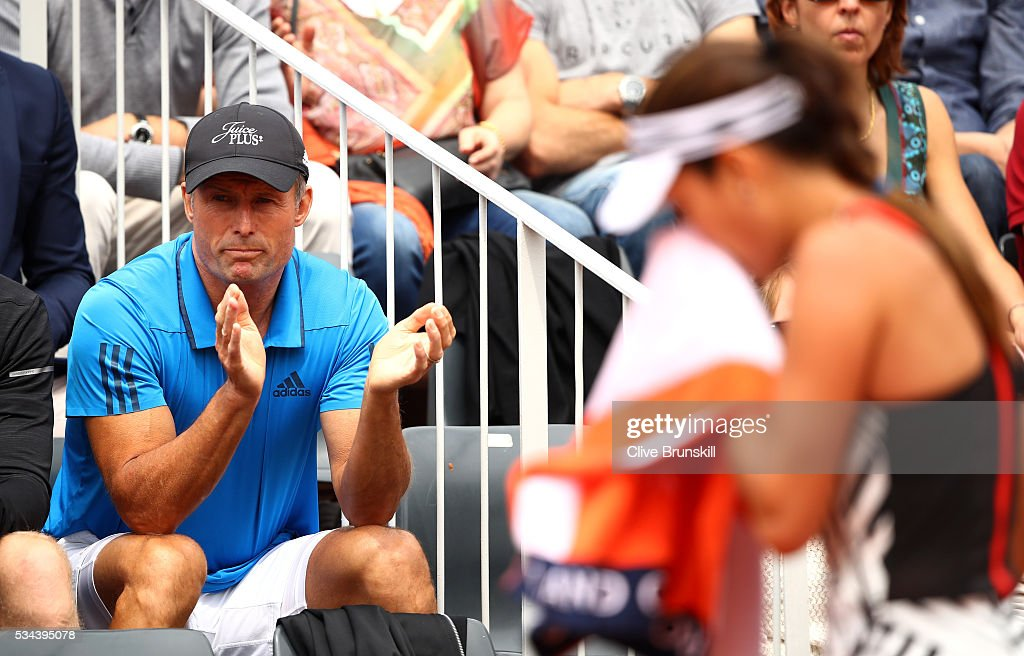 <a gi-track='captionPersonalityLinkClicked' href=/galleries/search?phrase=Nigel+Sears&family=editorial&specificpeople=582385 ng-click='$event.stopPropagation()'>Nigel Sears</a> (L) the coach of Ana Ivanovic of Serbia applauds during her Ladies Singles second round match against Kurumi Nara of Japan on day five of the 2016 French Open at Roland Garros on May 26, 2016 in Paris, France.