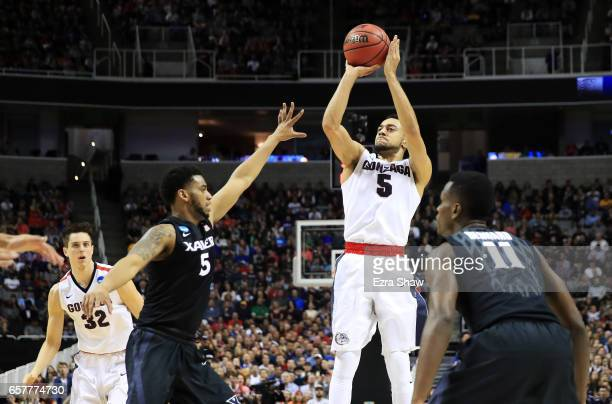 Nigel WilliamsGoss of the Gonzaga Bulldogs shoots against Trevon Bluiett of the Xavier Musketeers in the first half during the 2017 NCAA Men's...